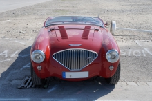 Austin Healey 100 in rot