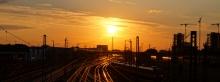 Bahngleise mit Sonnenuntergang Wallpaper 3840x1440
